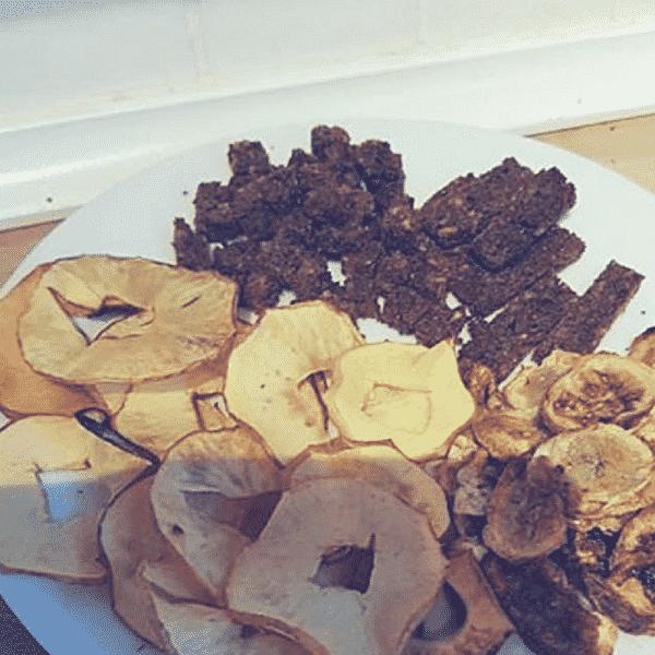 Æble, banan og rugbrødschips i actifry